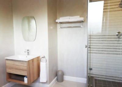 room-5-bathroom-(2)
