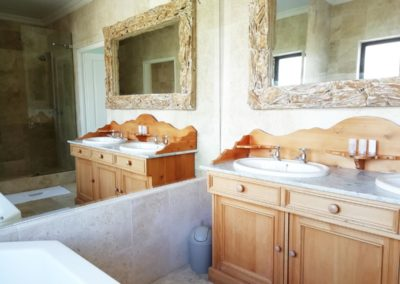 room-8-bathroom-(5)