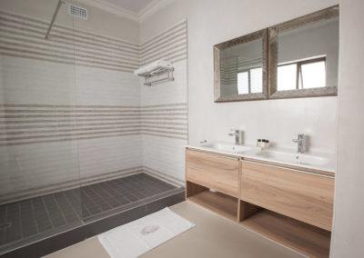 room-9-bathroom